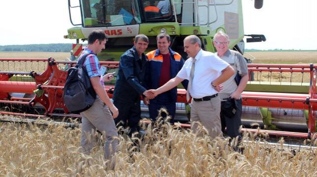 В Речицком районе появился первый экипаж комбайнеров, намолотивший свыше 1 тыс. т зерна