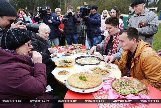 Летний туристический сезон на Августовском канале открыли праздником белорусской кухни