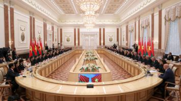 Александр Лукашенко провел переговоры в расширенном составе с Чан Дай Куангом