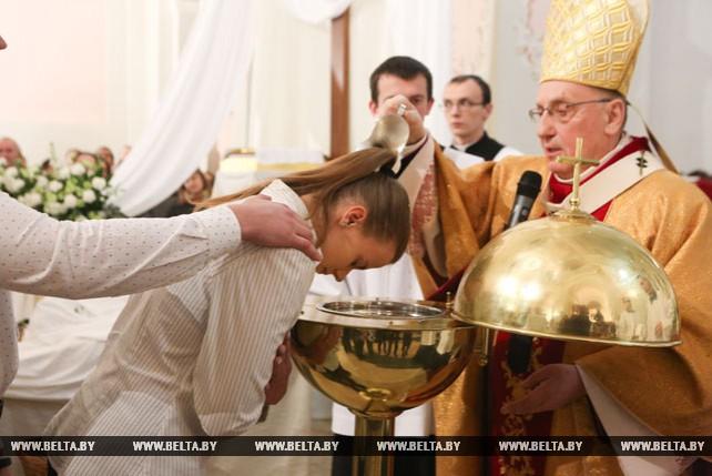 Митрополит Тадеуш Кондрусевич провел пасхальное богослужение