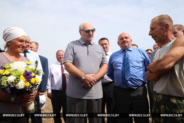 """Лукашенко незапланированно посетил проблемное ОАО """"Коссово"""""""