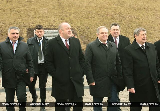 Президент Грузии посетил Курган Славы