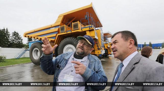 Участники конгресса русской прессы посетили БелАЗ