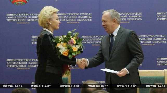 Костевич представлена в должности министра труда и соцзащиты