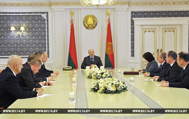 Лукашенко ориентирует власть на местах осуществлять полномочия в полном объеме