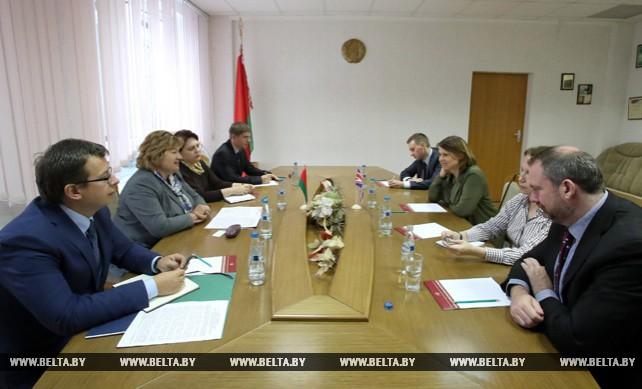 Ананич встретилась с главой программы по развитию СМИ МИД Великобритании