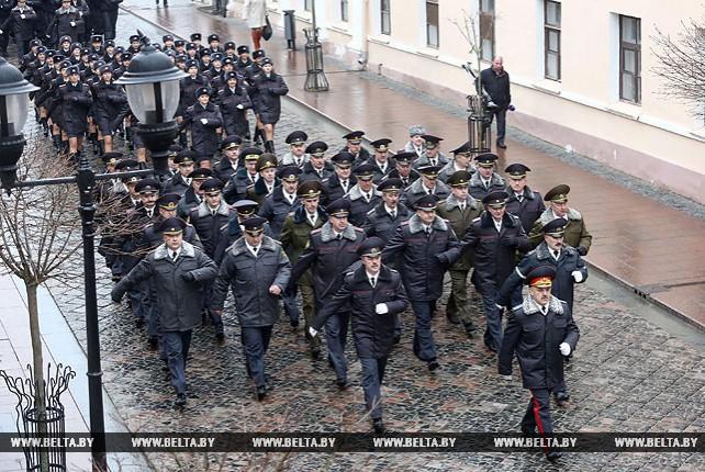 Гродненские милиционеры прошли торжественным маршем по центру города