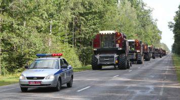 Комбайны из хозяйств-передовиков Гомельской области отправились на помощь в другие районы