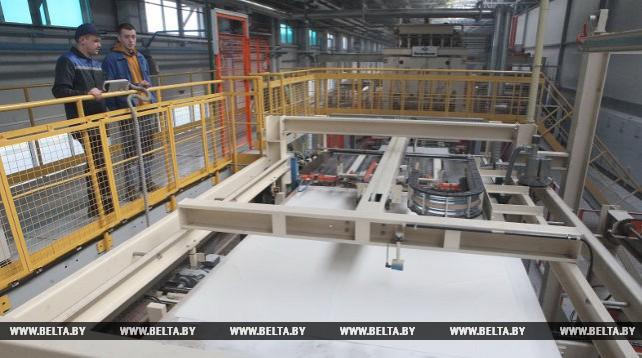 Речицкий завод по производству плит МДФ ежемесячно поставляет около 8 тыс. кв.м продукции на экспорт