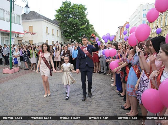 Последний звонок прозвенел для 16,7 тыс. выпускников школ Могилевской области