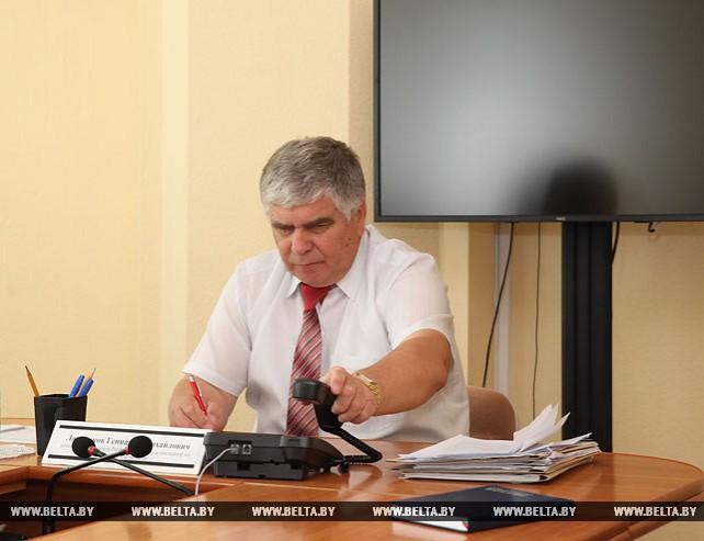 Лавренков провел личный прием и прямую телефонную линию в Горецком райисполкоме