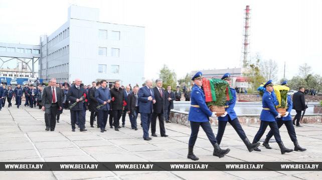 Лукашенко и Порошенко в Чернобыле почтили память погибших ликвидаторов