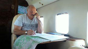 Лукашенко в воскресенье вновь контролировал ход уборочной кампании с воздуха
