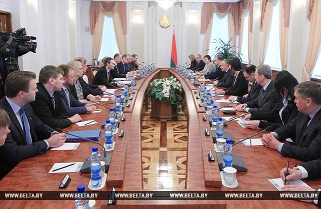 Матюшевский встретился с министром внешней торговли и развития Финляндии Каем Мюккяненом