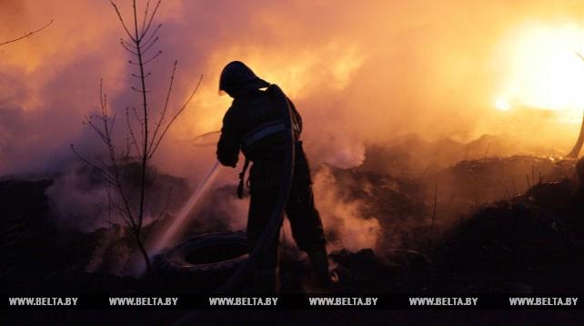 Спасатели ликвидировали пожар на бывшем регенераторном заводе в Могилеве