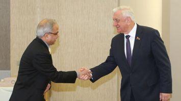 Беларусь заинтересована в увеличении числа совместных фармацевтических проектов с Индией