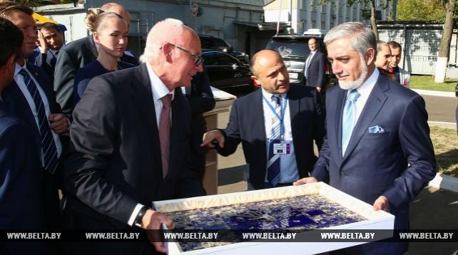 "Премьер-министр Афганистана Абдулла Абдулла посетилОАО ""АМКОДОР"""