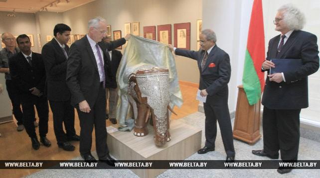 Предметы декоративно-прикладного искусства Индии пополнили коллекцию НХМ