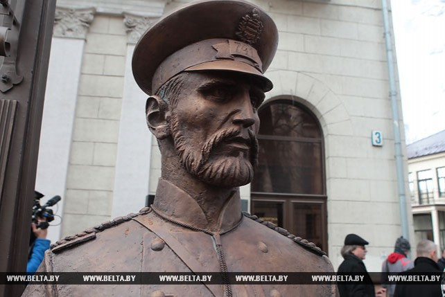 В Минске установили памятник городовому