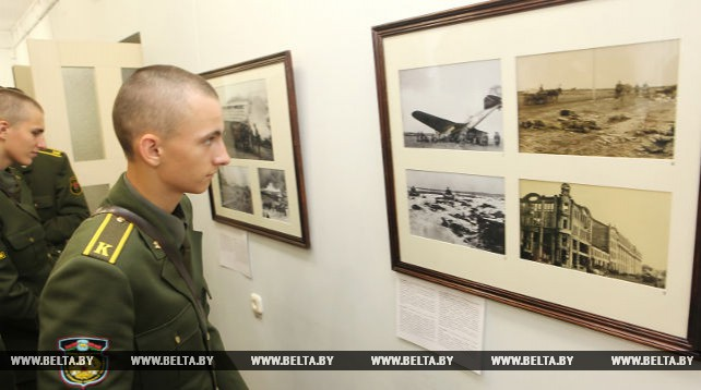 Неизвестные фотографии времен войны показали на выставке в Гомеле