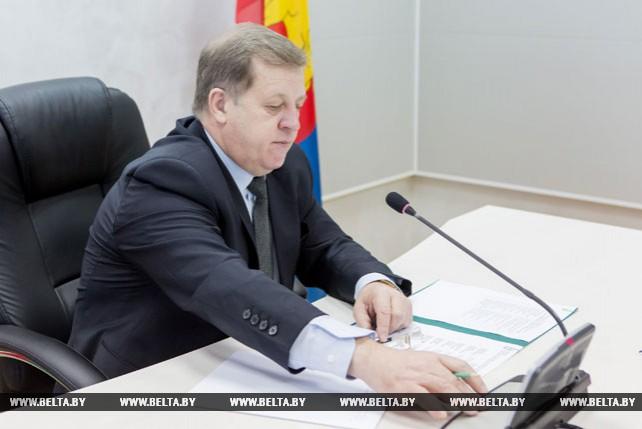 Анатолий Лис провел прямую телефонную линию