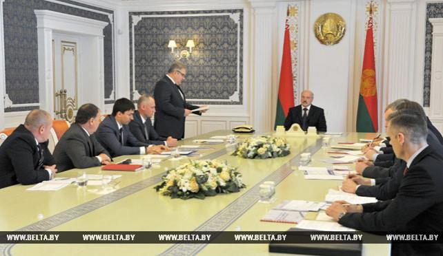 Лукашенко провел совещание по развитию хоккея в Беларуси
