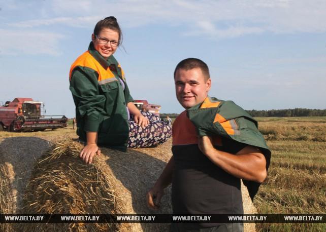 Лучшим молодежным экипажем в Ельском районе признан семейный экипаж Максима и Анны Яцухно
