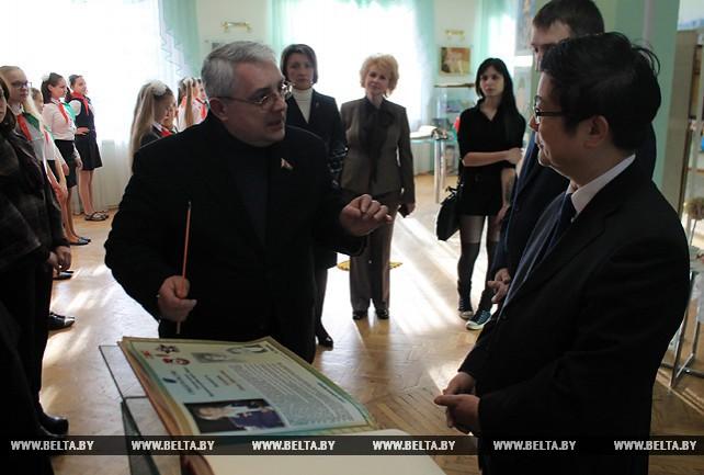 Встреча администрации Фрунзенского района г. Минска с Чрезвычайным и Полномочным Послом КНР в РБ