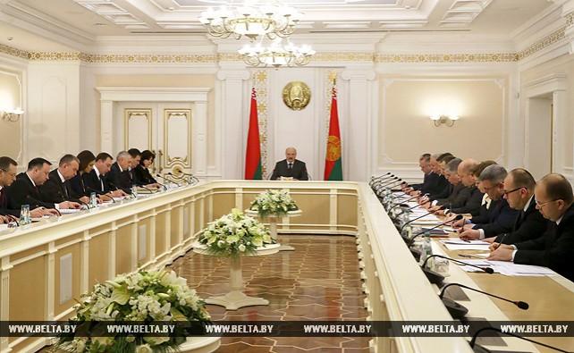 Лукашенко провел совещание по оптимизации Администрации Президента Беларуси