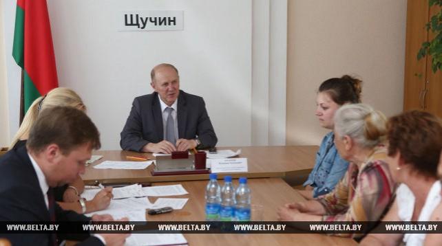 Кравцов провел прием граждан в Щучине