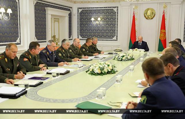 """Лукашенко об учениях """"Запад-2017"""": нападать ни на кого не собираемся"""