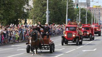 Парад МЧС прошел на проспекте Независимости в Минске