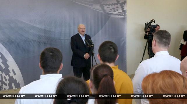 """Лукашенко посетил предприятие """"Арвибелагро"""""""