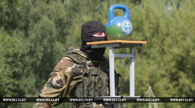 В Марьиной Горке отмечают День десантников и сил спецопераций