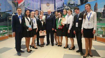 Александр Лукашенко посетил школу №61 в Минске