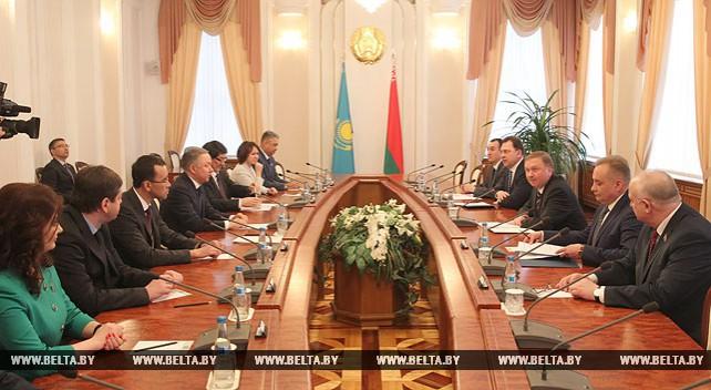Андрей Кобяков встретился с парламентской делегацией Казахстана
