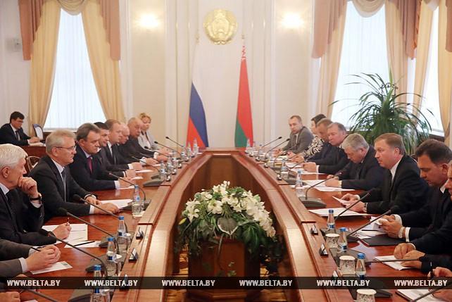 Кобяков встретился с губернатором Пензенской области России Иваном Белозерцевым