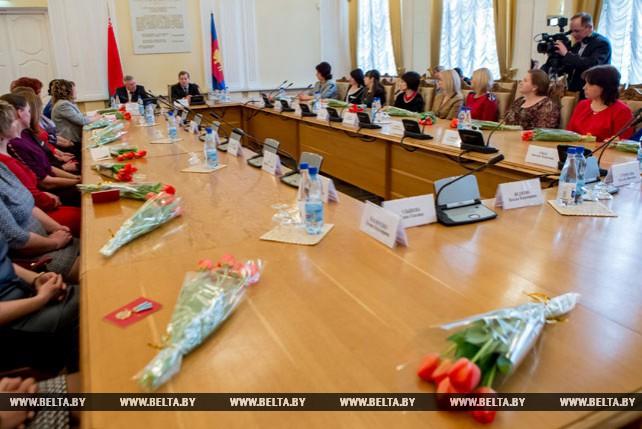 Анатолий Лис провел встречу с представителями женской общественности региона, посвященную Международному женскому дню