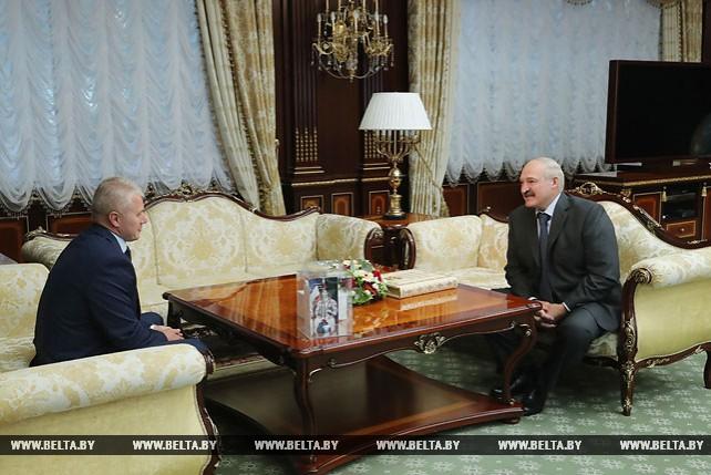 Лукашенко встретился с космонавтом Новицким