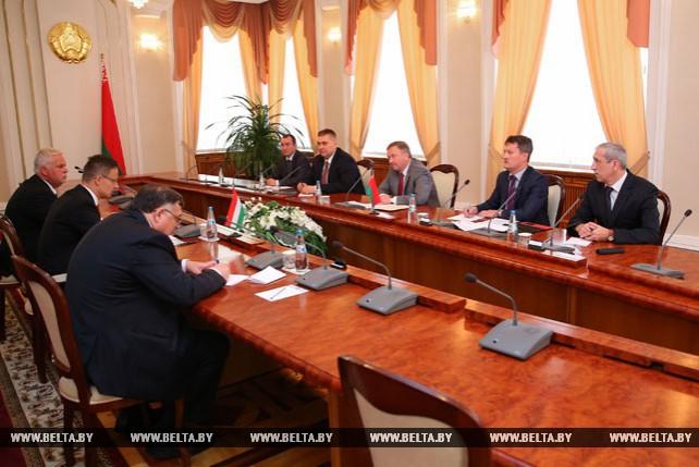 Кобяков встретился с министром иностранных дел и внешней торговли Венгрии