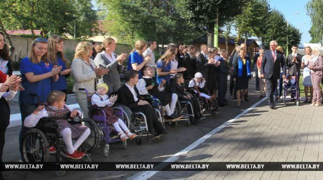 Мясникович и Щеткина посетили дом-интернат для детей-инвалидов