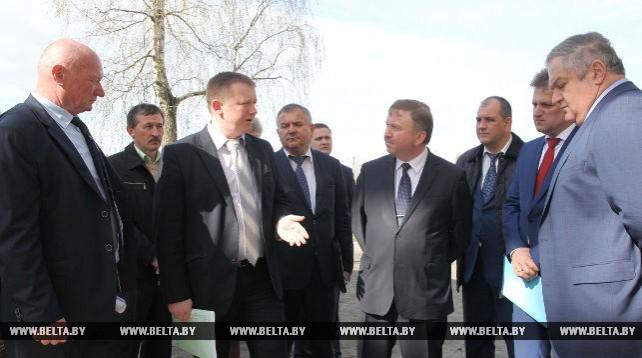 Кобяков ознакомился с работой Крупского льнозавода