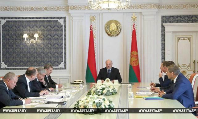 Лукашенко заслушал доклад правительства о перспективах развития отечественного тракторостроения