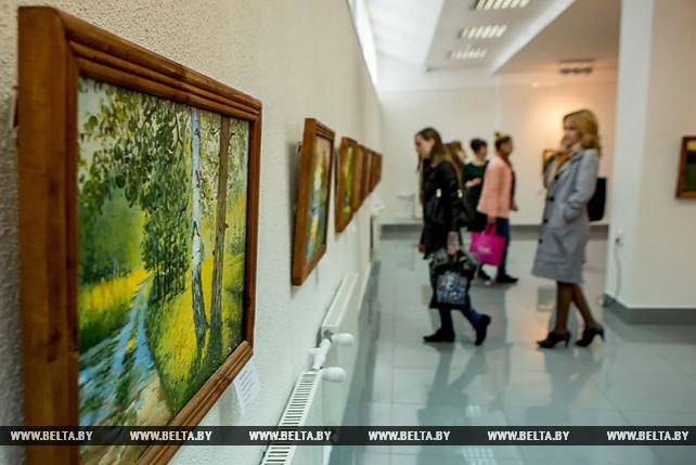 В Бресте открылась персональная выставка художника Анатолия Голушко
