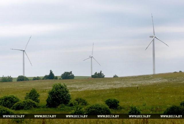 В Новогрудском районе приступили к монтажу самого мощного ветрогенератора