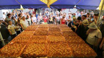 В Минске испекли самый большой яблочный пирог