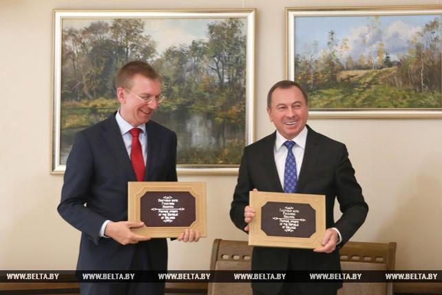Почтовая марка в честь 25-летия дипотношений Беларуси и Латвии погашена в Минске