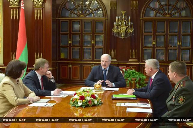 Лукашенко заслушал доклад о проведении военного парада ко Дню Независимости