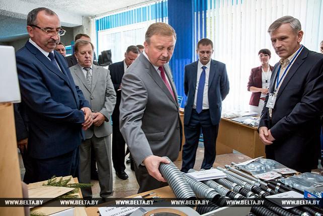 Кобяков посетил Пружанский завод радиодеталей