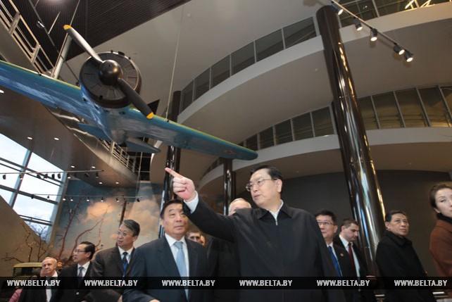 Китайские парламентарии ознакомились с экспозицией музея Великой Отечественной войны